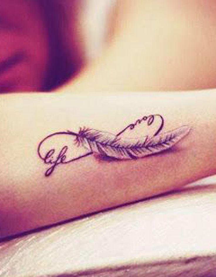 Tatouage plume infini - Tatouage plume : la légereté dans la peau - Elle