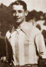 Álvaro José Sequeira Júnior, foi um dos mais valiosos atletas que representaram o Futebol Clube do Porto. Começou por se distinguir tanto na natação como no pólo aquático e foi através dessas duas modalidades que foi um dos dois primeiros nadadores do F.C. Porto a representarem a Selecção Nacional de Natação e Polo Aquático, o outro atleta foi Canto Moniz. Em 1928/29, Álvaro Sequeira sagra-se Campeão Nacional de pólo aquático, o primeiro da modalidade para o clube. Ao mesmo tempo que se…