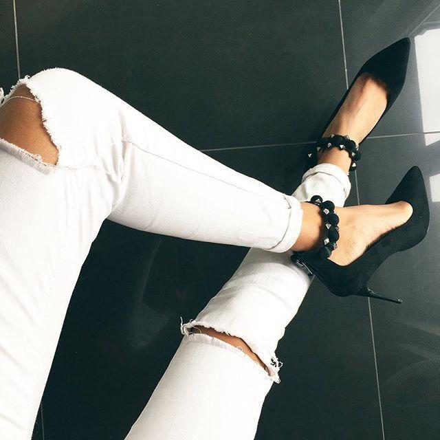 Klasyczne czółenka z nutką szaleństwa ❤️❤️❤️ Kto jest na TAK? 👠 Czeka na Was wyjątkowy rabat -25%na sukienki! Hasło: sukienki123 👌 www.mosquito.pl #shoes #mosquitopl #skleponline #shopping #highheels #black #heels #loveit #szpilki #shoeslover #polishgirl #girl #fashion #ootd #style