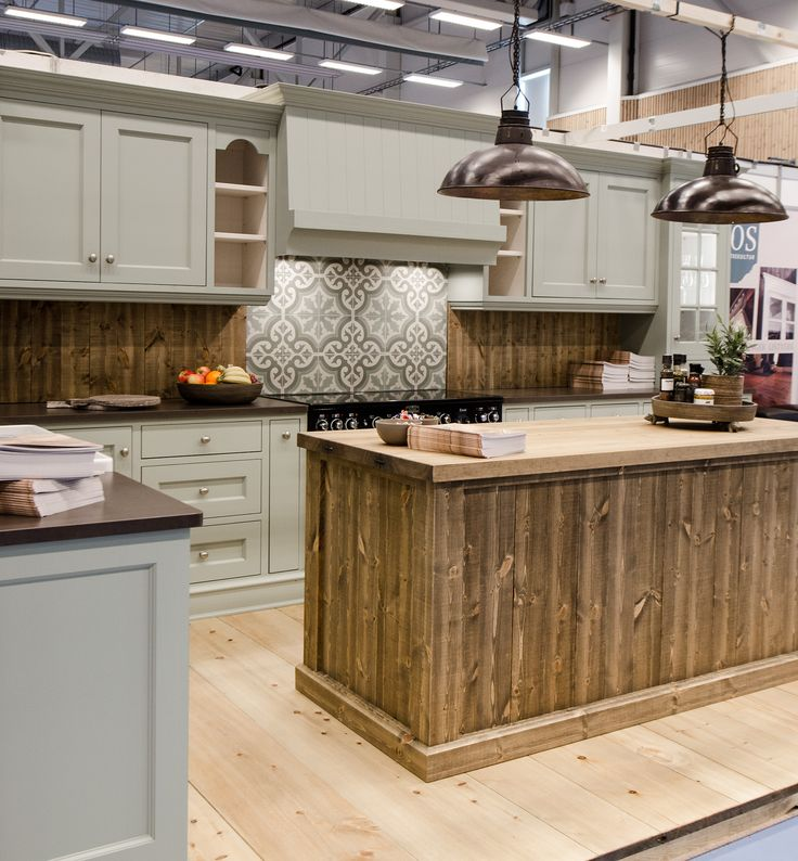 Hand painted green kitchen in solid pine from Os Trekultur. Worktop in Silestone (Merope). Kitchen island in rough wooden style. This kitchen is as suitable at home,as the cabin.