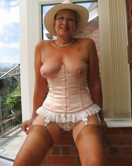 Old Nylon Nylons Can 71