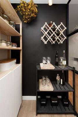 1mm. studio nowoczesna spiżarnia z kącikiem i wieszakiem na wino modern pantry with wine rack