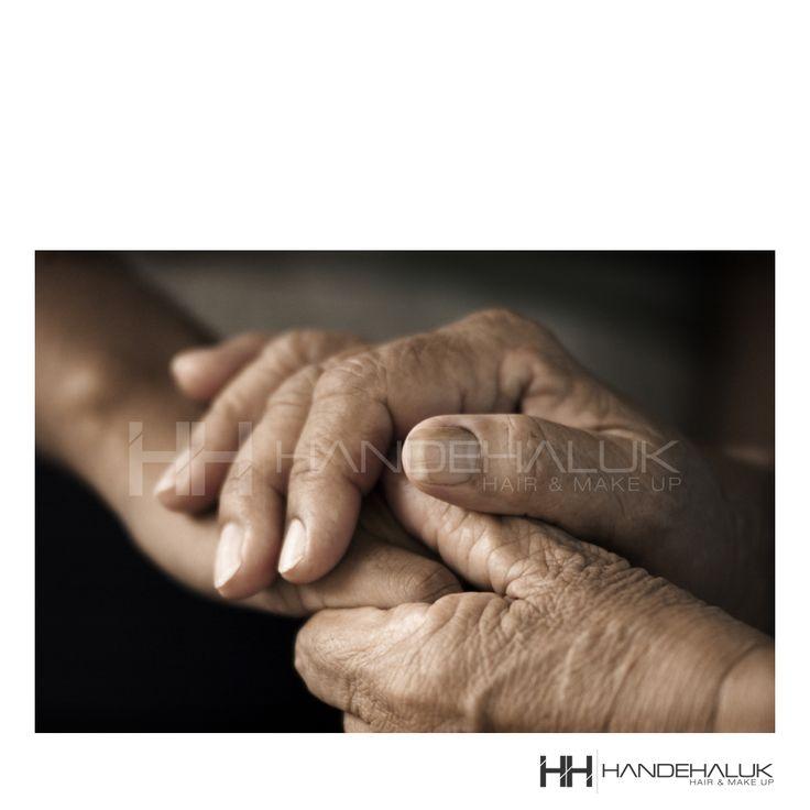 Hem ellerin hem kalplerin birleştiği nice güzel bayramlar dileriz... #HandeHaluk #ulus #zorlu #zorluavm #zorlucenter #kurbanbayrami #iyibayramlar