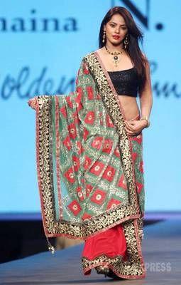 Neetu Chandra walked the ramp half half saree