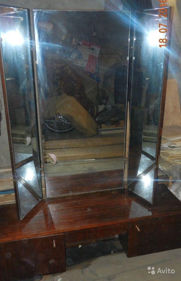 Продам трельяж (трюмо) с зеркалом за 1000 руб. http://kovrov.city/wboard-view-6713.html  Трюмо. Трельяж с зеркалом. 80-х годов. Тумба полированная темно- коричневого цвета в хорошем состоянии