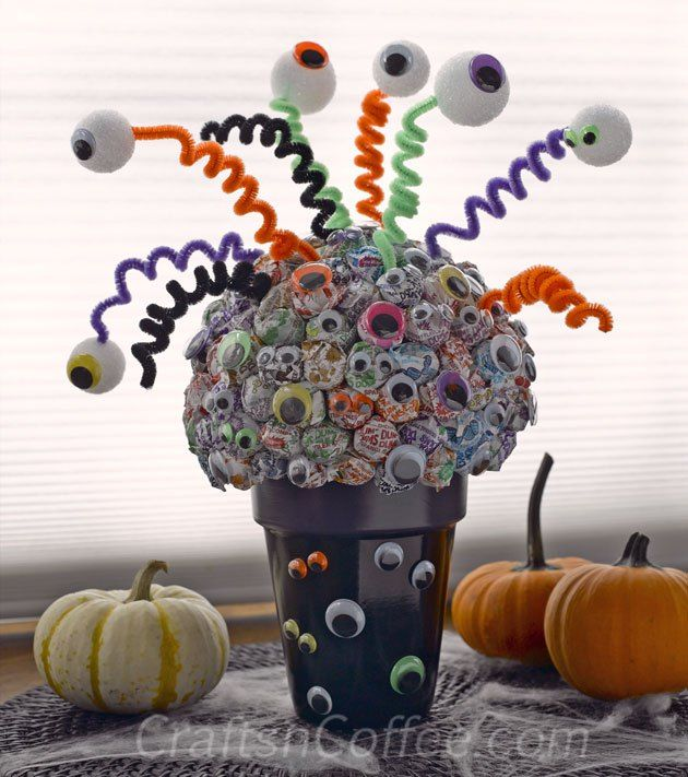Halloween Lollipop Tree - cute idea.  What a great centerpiece idea.