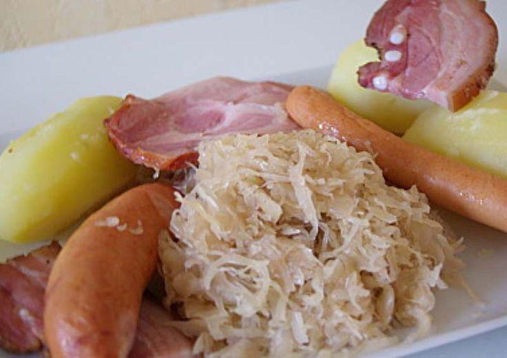 Partons du coté de l'Alsace avec la recette de la choucroute ! Plat qui va ravir votre famille et qui a coup sur, vous en redemanderont. Simple et rapide c