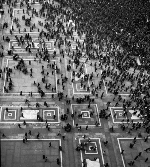 Piazza del Duomo, Milan Italy 1946 - Werner Bischof