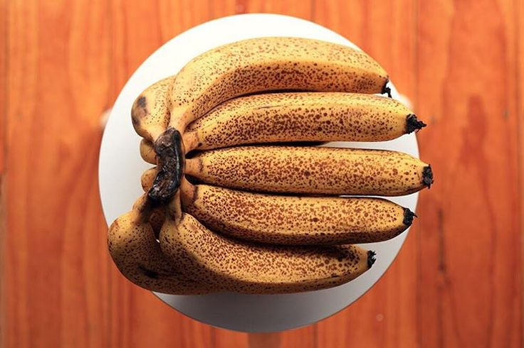 This banana life #colourinspiration #organic #bananasforbananas #veganlife #theveganfeed #veganfoodporn #plantstrong #realfood #organicfood #cleaneats @rebeccafeinerdesign #ripe