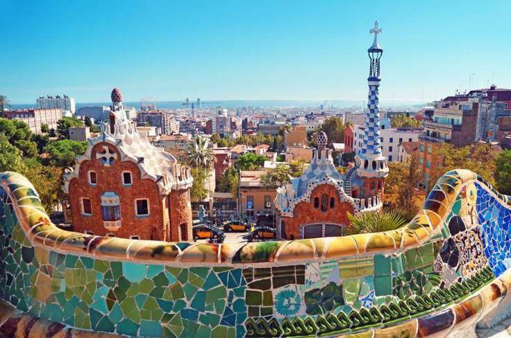 Parc Güell (Barcelona, Espanha) - Projetado por Gaudí, o Parc Güell é uma das principais atrações de... - Shutterstock