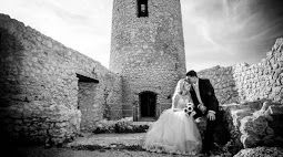 Bridal session among old castle ruins in Cracow area by www.annarenarda.com