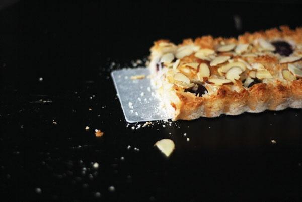summer cherry macaroon tart. | Pies, Tarts & Cobblers | Pinterest