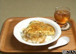 具沢山の卵焼きに甘酸っぱいあんをかけた、中華屋さんの人気メニュー「天津丼」のレシピを紹介!