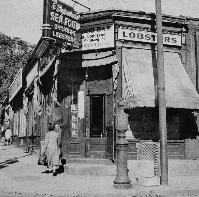 Montréal 1930. Coin des rues Guy et Dorchester.   Flickr - Photo Sharing!