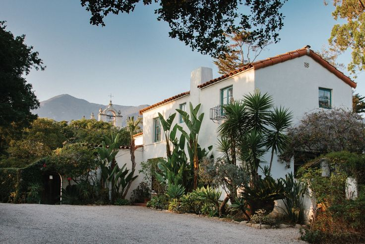 Spanish Colonial Style Santa Barbara Photos | AD: The Gantz House, in Montecito, is among the Craigs' most accurate replication of a Spanish farmhouse, complete with white plaster walls, a red-tile roof, and a stately two-story entry hall.