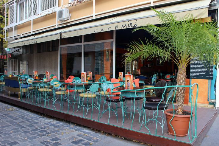Cafe Miró - one of the many cafes and resturants in the area- great for coffee, hot chocolate with a cake or a nice lunch.