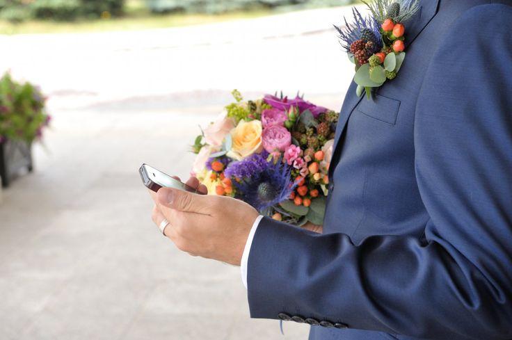 Букет невесты: синий анемон, эрингиум, нионовидная роза, одхидея ванда