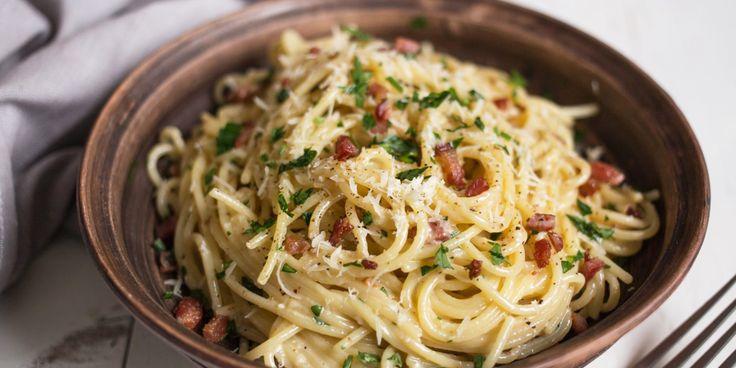 Быстрый вариант ужина: паста карбонара за 15 минут - https://lifehacker.ru/2017/01/29/pasta-karbonara-za-15-minut/
