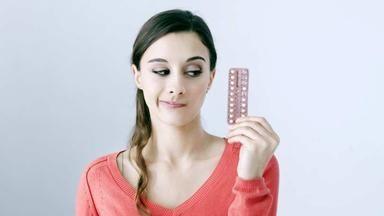 Užíváte hormonální antikoncepci? Hrozí vám rakovina i trombóza