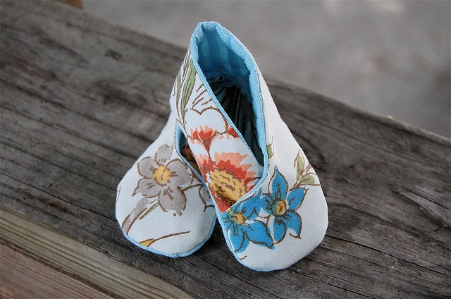 kimono booties by Maker Mama - how cute are these made from upcycled bed sheet: Sewing, Upcycled Beds, Kimonos Fabrics, Kimonos Booty, Baby Things, Beds Sheet, Children Clothing, Bed Sheets, Clothing Horses