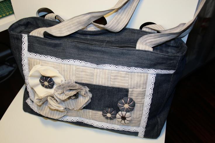 Vecchi pantaloni+un po' di fantasia=una nuova borsa :-D