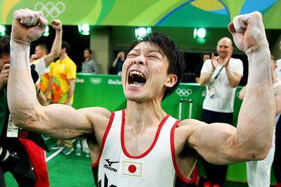体操男子個人総合2連覇の内村、海外メディアも賛辞「キング・コウヘイ」