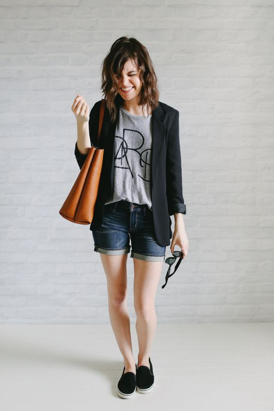 Un-Fancy - minimalista - 37 peças de roupa no armário - blazer preto + tênis + shorts + camiseta