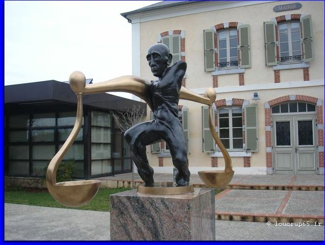sculpture de Yves Lacoste. Barbazan-Debat