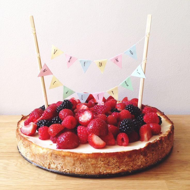 RECIPE: http://silvieetiplicova.tumblr.com/post/93141030931/recept-tvarohovy-dort-s-lesnim-ovocem