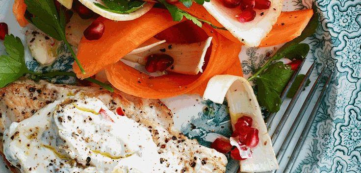 Schnitzel med ricottaost, kapers, chili og rå rodfrugtsalat