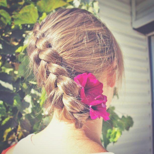 Dzień dobry w poniedziałek:) wracam do rzeczywistości dziś będzie nowy post! #365daysofbraids #day25 #hairchallenge #braidschallenge #wyzwanie #warkocze #dutchbraid #warkocz #holenderski #kwiatywewlosach #flowers #updo #braidstyles #instabraids #instahair #hotd #hairoftheday #hairstylist #hairblog #fryzuradnia #wlosy #hairblogger