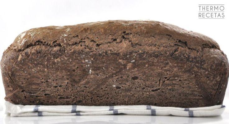 Se trata de un pan diferente porque lleva un ingrediente especial. Pan de chocolate, con la textura del pan de molde y con todo el sabor del chocolate