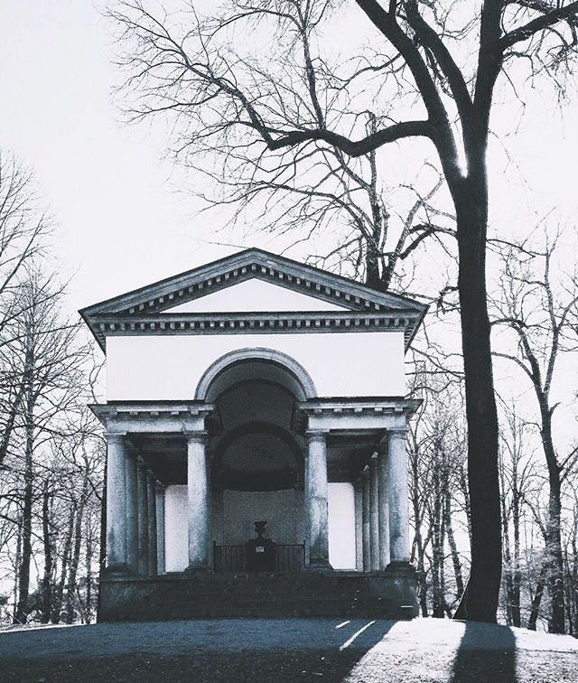 Not that far from where I live is Karlberg palace, and behind it there is a park. In the park you'll find this little Temple of Diana. Built in 1790-92 it was commissoned by Gustav III (a cultural and rather flamboyant king who ruled with enlightened absolutism, and who was later assassinated at the opera) and designed by Carl Christoffer Gjörwell the younger.