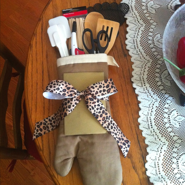 Put Kitchen Tools Inside Oven Mitt For Quick But Cute Gift A Bridal Shower