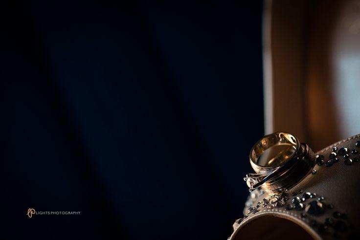 Сватбен фотограф Варна | Lights Photography #weddingday #weddingring #weddingphotography #svatbenfotograv #svatbavarna #svatbenisnimki #kreativnisnimki #kreativnost #svatbenikrestivnisnimki #svetlina #light #varna #fotografvarna #ring #svatbenprysten