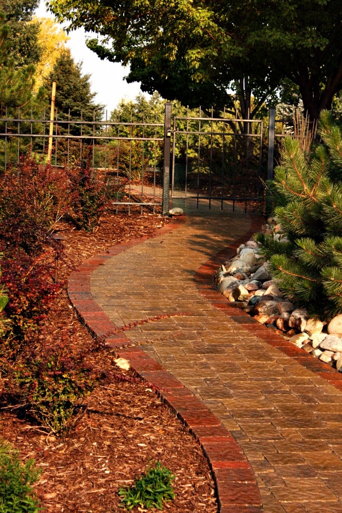 7 best outdoor paver sidewalks images on pinterest diy landscaping ideas landscaping ideas. Black Bedroom Furniture Sets. Home Design Ideas