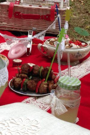 Romantisches Picknick zu zweit  und dazu ganz viel Spitze und DIY-Ideen... mehr dazu in unserem Blogbeitrag http://www.modespitze.de/blog/romantisches-picknick/