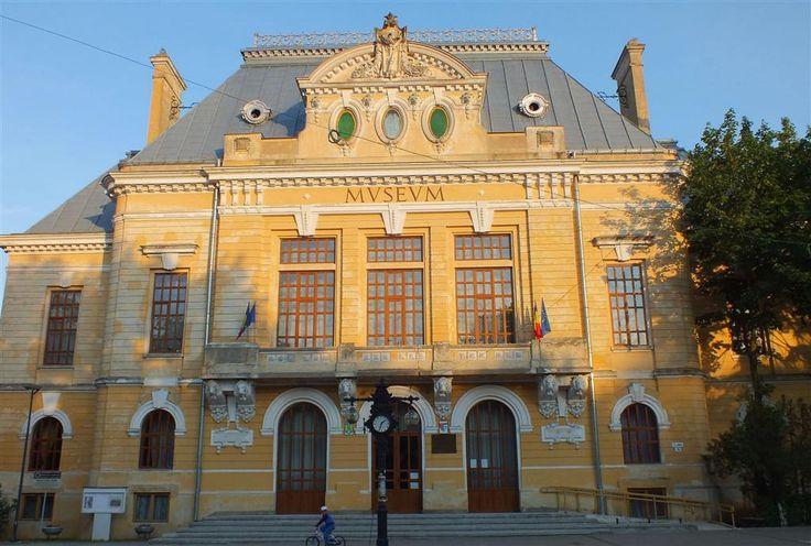 Fosta prefectură, azi Muzeul Județean Botoșani (1906-1914), Pietonalul Unirii 15, Botoșani; arh. Petre Antonescu