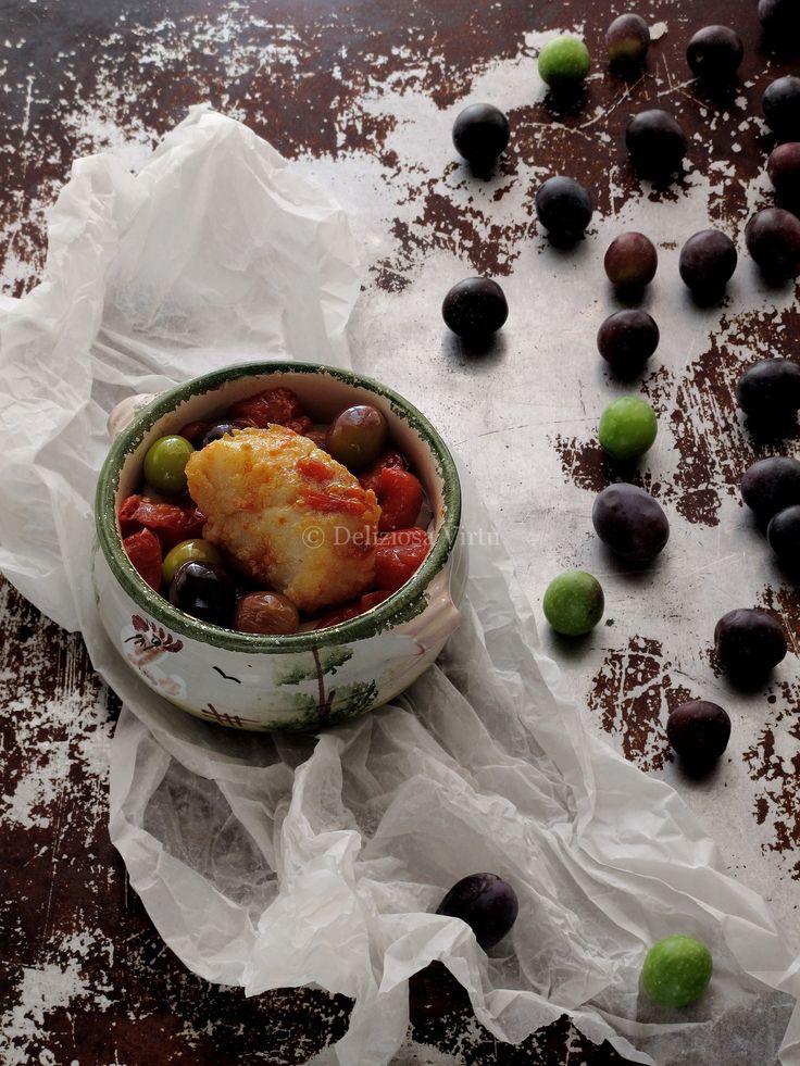 Baccalà  fritto con pomodorini e olive