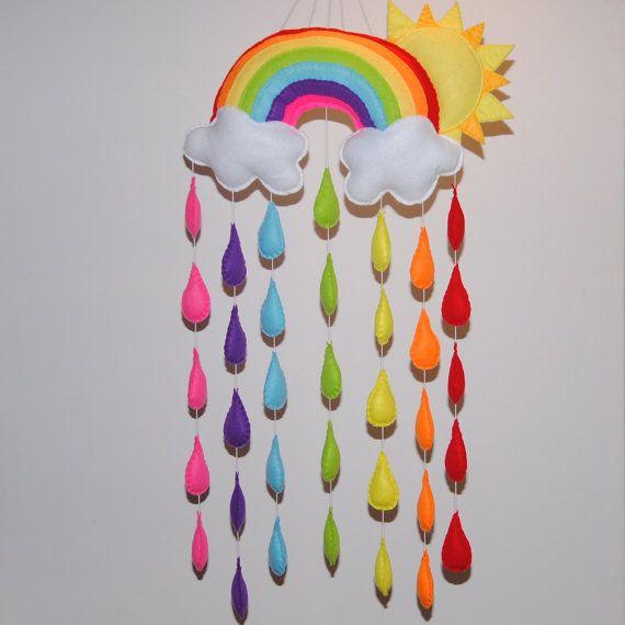 Sol y arco iris bebé móvil  colores vivos  gotas por RazzleDazzle4U