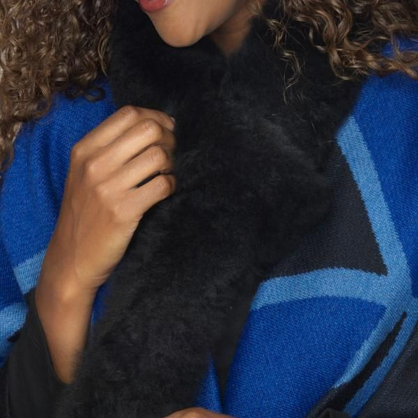 Alpaca fur scarf black detail