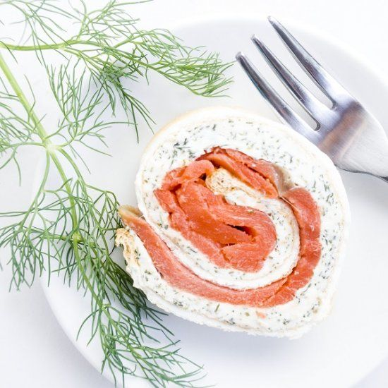 This 5-ingredient smoked salmon roulade is gluten-free, low carb, high in protein, and has a beautiful presentation.