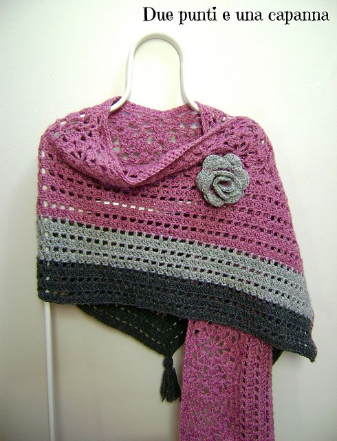 Ravelry: Old Rose Shawl pattern by Due punti e una capanna