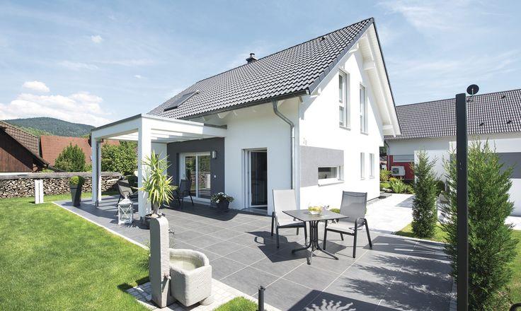 #weberhaus #Fertighaus #holzbauweise #Pergola #Terrasse #garten #Bepflanzung #pflanzen #Sitzgruppe #brunnen