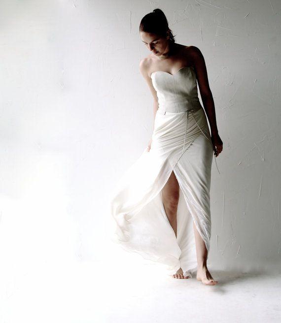 Hey, I found this really awesome Etsy listing at https://www.etsy.com/listing/212111986/alternative-wedding-dress-steampunk