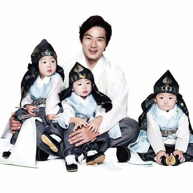 the cute brothers and father Il Kook