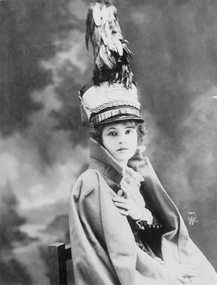 Marguerite CLARK (1883-1940) [*] Active 1900–21 > Born Helen Marguerite Clark 22 Feb 1883 Ohio > Died 25 Sept 1940 (aged 57) New York, pneumonia > Education: Ursuline Academy > Spouse: Harry Palmerston Williams (1918–36, his death) > Notable films~ Mrs. Wiggs of the Cabbage Patch (1919); Little Miss Hoover (1918); The Prince and the Pauper (1915); Rich Man, Poor Man (1918). At one time, she was second only to Mary Pickford in popularity.