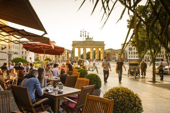 Los mejores reportajes sobre la ciudad publicados en  El Viajero . Planes gratuitos, alojamientos baratos, recorridos ciclistas y marcha hasta el amanecer