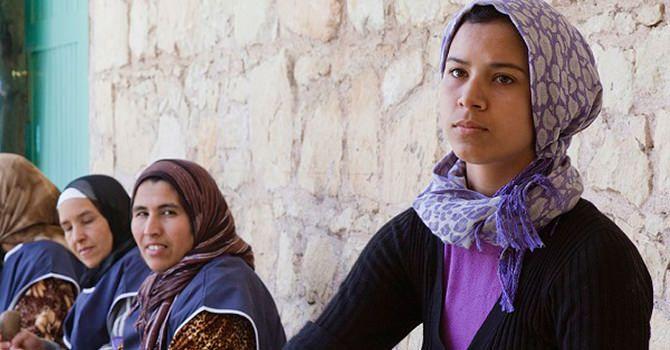 Met De Aankoop Van Een Fles Arganolie Heeft U Niet Alleen Een Fles Vloeibaar Goud In Handen, Maar Helpt U Ook De Berbervrouwen In Zuidwestelijk Marokko.