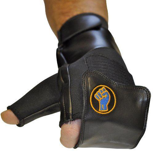 El gripeeze guantes sin dedos para manoplas es perfecto para rehabilitación y lesiones deportivas o cualquier otra condición médica tales como la artritis que efecto el agarre en las manos o para aquellos que buscan para aliviar la tensión en la mano, antebrazo o muñeca con el sistema de flejado ... http://gimnasioynutricion.com/maquinas/remo/gripeeze-sin-dedos-manoplas-con-correa-de-velcro-para-terapia-y-rehabilitacion-y-ejercicio-equipo-small-negro-mano-izquierda-singl